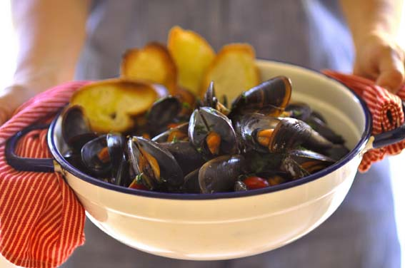 mussels-hands-small
